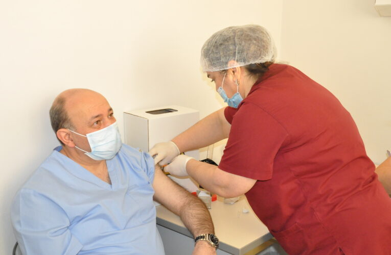 M.A.Topçubaşov adına Elmi Cərrahiyyə Mərkəzində vaksinasiya başladı